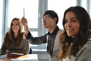 students-702089_1920