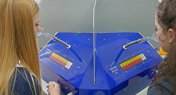 Chemikalien in der Umwelt: Wie kann man sie messen? Wie wirken sie? Das war die Ausgangsfrage für 12 Schülerinnen, die am girls' day im IfADo in drei Laborbereiche schnuppern durften.