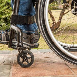 Rollstuhl (Symbolbild)