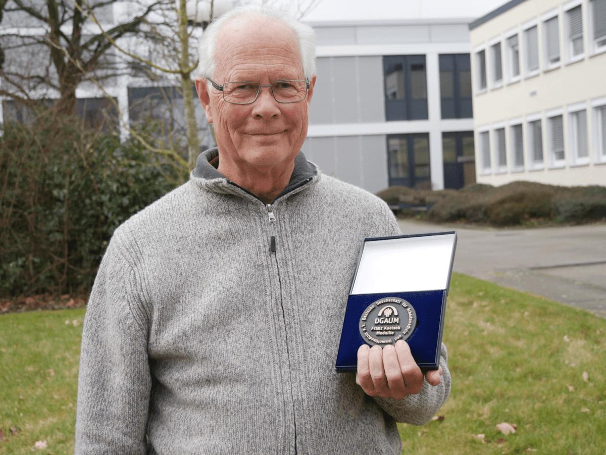 Hermann Bolt mit Medallie