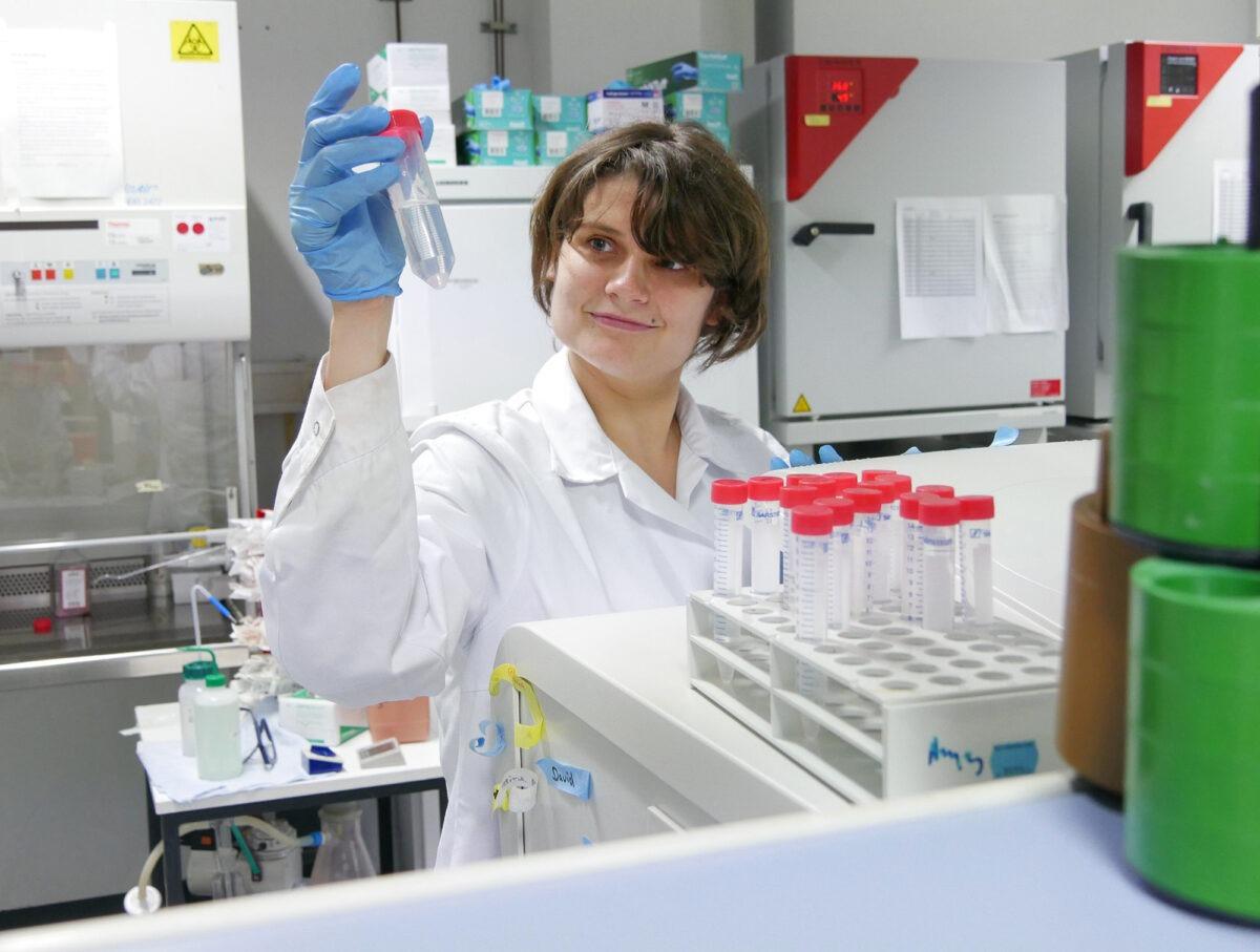 Wiebke Albrecht im Labor