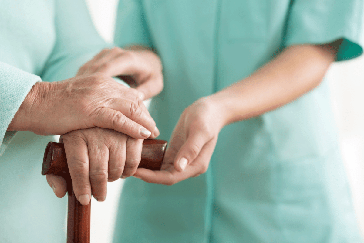 Symbolbild Pfleger und Patient