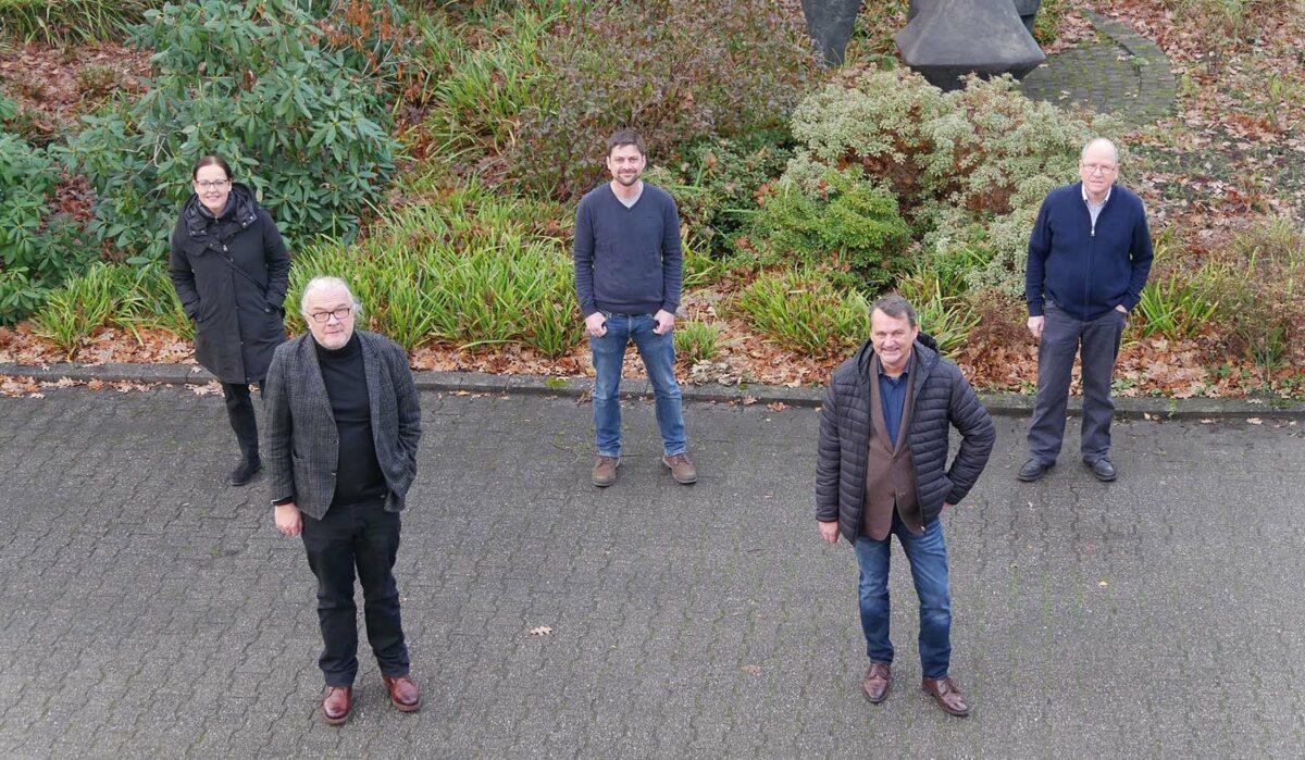 Gruppenfoto mit den fünf beteiligten Forschenden Prof. Dr. Ruth Kaesemann, Prof. Dr. Edmund Wascher, Dr. Mauro Larrá, Gero Böhmer, Prof. Dr. Gerhard Rinkenauer.