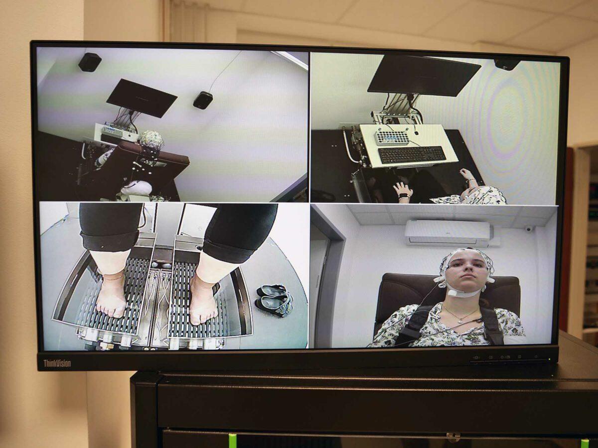 Foto von Übersichtsmonitor mit allen Perspektiven auf das Stresslabor.